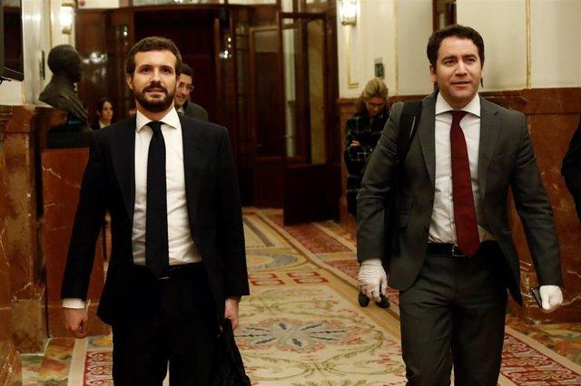 El presidente del PP, Pablo Casado, y el secretario general, Teodoro García Egea, abandonan el Congreso tras el Peno que acuerda la prórroga del estado de alarma hasta el próximo 11 de abril. En Madrid (España), a 25 de marzo de 2020.