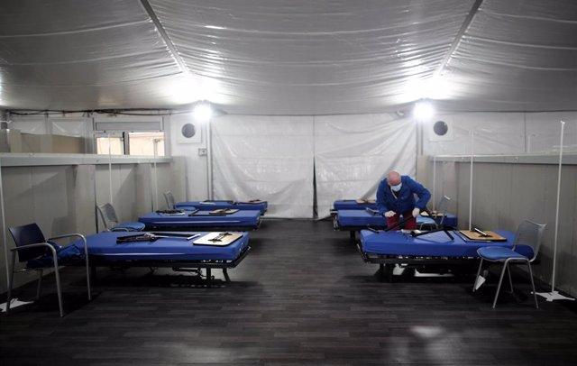 Camas en el Hospital de campaña cerca del Hospital de Fuenlabrada, que contará con 750 metros cuadrados.