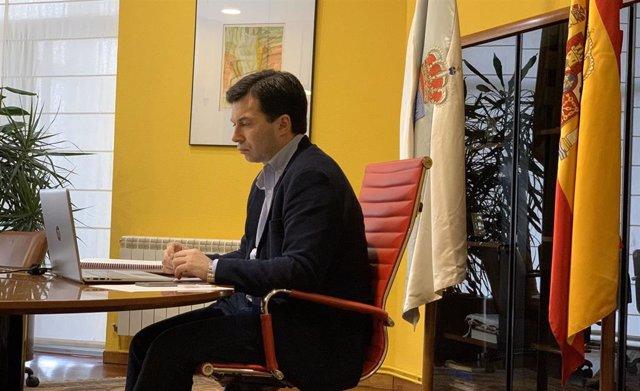 El secretario xeral del PSdeG, Gonzalo Caballero, en una videoconferencia con otros líderes políticos gallegos.
