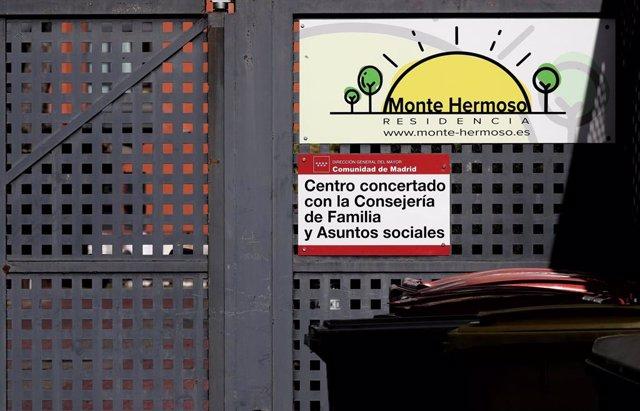 Cartel de la residencia de ancianos y centro de día Monte Hermoso de Madrid.