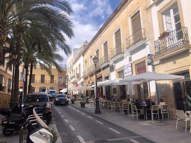 Terrazas y veladores en la calle Jovellanos de Almería