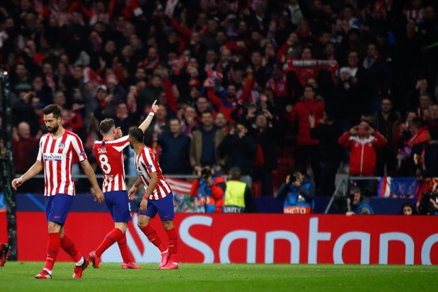 Saúl Ñíguez celebra el gol del Atlético de Madrid ante el Liverpool en la Liga de Campeones 2019-2020