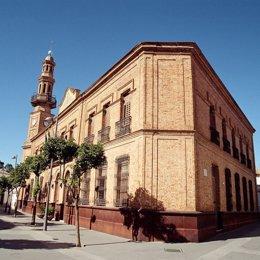 Imagen de la fachada del Ayuntamiento de Nerva