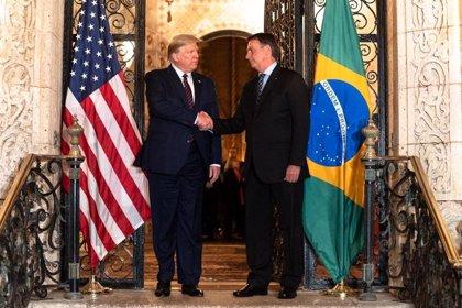 """Coronavirus.- Trump y Bolsonaro intercambian """"experiencias"""" sobre el coronavirus en una conversación telefónica"""