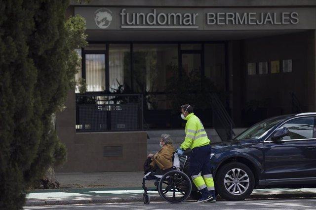 Centro de personas mayores Fundomar Bermejales donde han dado positivo por coronavirus el 69% de sus residentes. En Sevilla, (Andalucía, España), a 23 de marzo 2020.