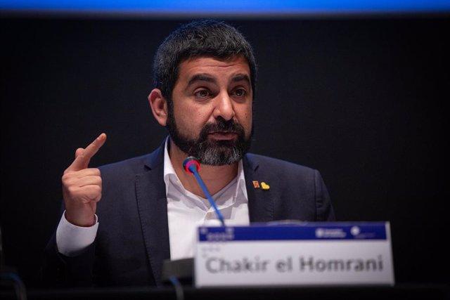 El conseller de Trabajo, Asuntos Sociales y Familias de la Generalitat, Chakir el Homrani, presenta el estudio 'Inserción laboral de las enseñanzas profesionales 2019' en la Casa Llotja de Mar, en Barcelona (Catalunya, España), a 13 de enero de 2020.