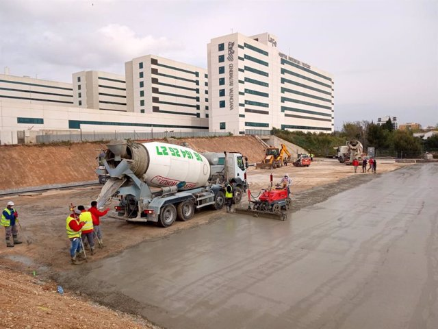 Obras del hospital de campaña junto a La Fe de València