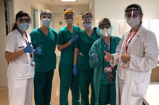 Sanitarios con las máscaras de Faurecia.