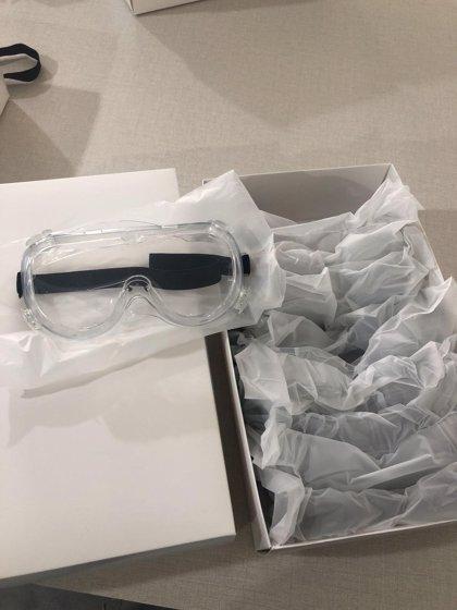 Multiópticas dona 2.000 gafas de protección y 5.000 mascarillas a Cruz Roja