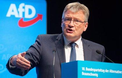 """El fundador del partido ultraderechista alemán AfD sugiere separarse de su facción """"anticonstitucional"""""""