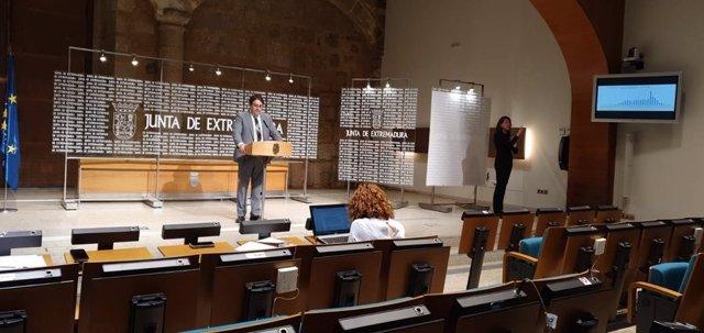 El vicepresidente segundo y consejero de Sanidad, José María Vergeles, en rueda de prensa sobre el coronavirus