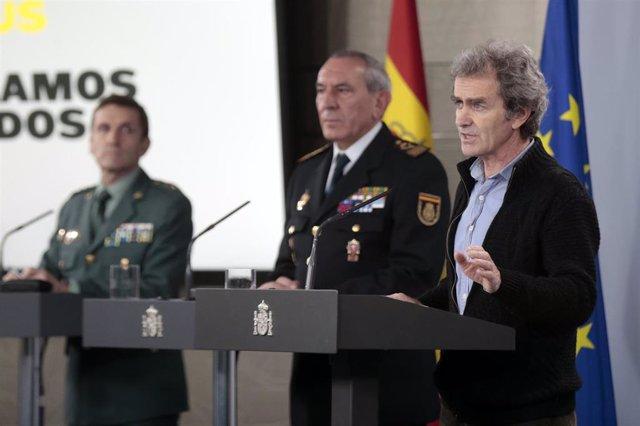 El director del Centro de Coordinación de Alertas y Emergencias Sanitarias del Ministerio, Fernando Simón, en primer plano en una rueda de prensa en Moncloa