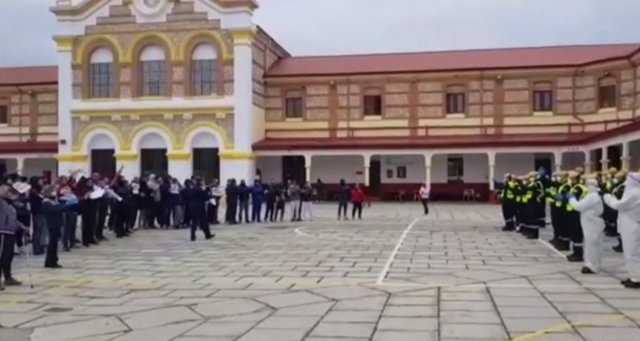 Presos aplauden a la UME por desinfectar la cárcel de Burgos