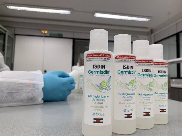 Isdin dona 90.000 geles higienizantes y otros productos a residencias y hospitales.