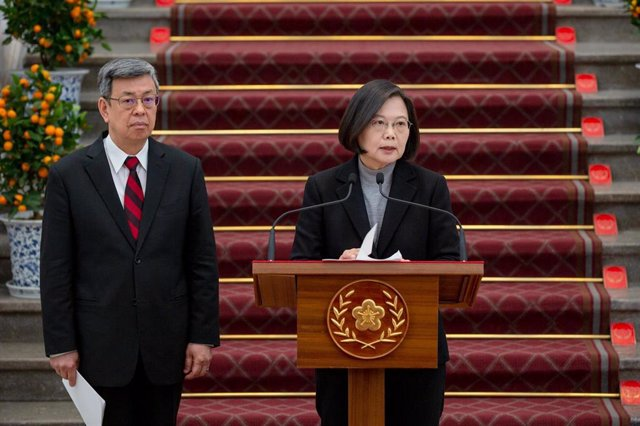 HANDOUT - 30 January 2020, Taiwan, Taipei: Taiwanese President Tsai Ing-wen (R) speaks next to Vice President Chen Chien-jen during a press conference about the coronavirus outbreak. Photo: Wang Yu Ching/Presidential Palace of Twain/dpa -