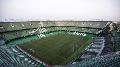 El estadio del Betis se convierte en centro de recepción, elaboración y reparto de máscaras para sanitarios de Sevilla