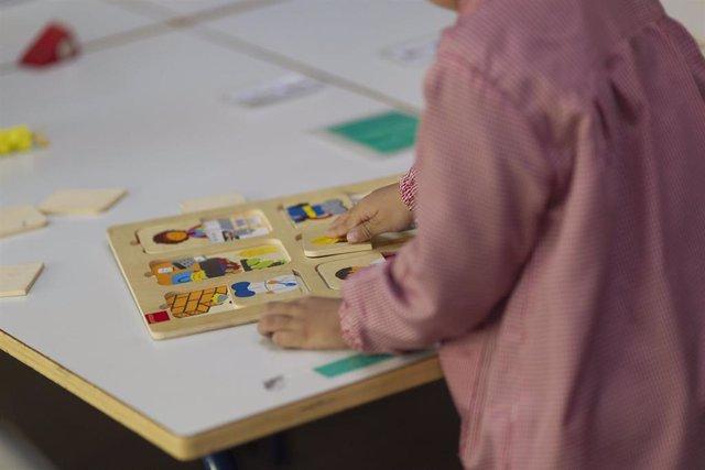 Colegio, aula, primaria, infantil, clase, niño, niña, niños, jugando, jugar, juegos, estudiando
