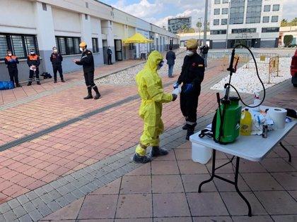 La UME instruye a bomberos, miembros de Protección Civil y brigadas forestales en desinfección de interiores