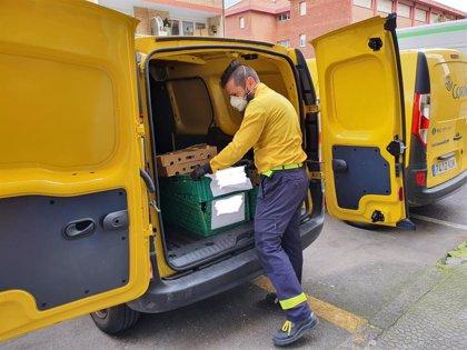 Correos colabora con el Ayuntamiento de Santander para repartir alimentos a domicilio