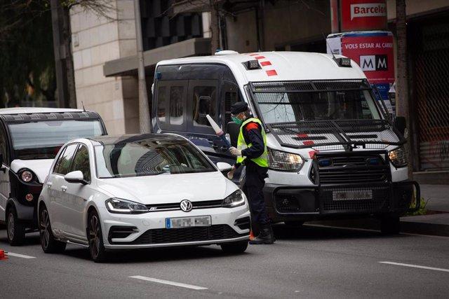 Control de tráfico en la calle Balmes con la Avenida Diagonal de Barcelona