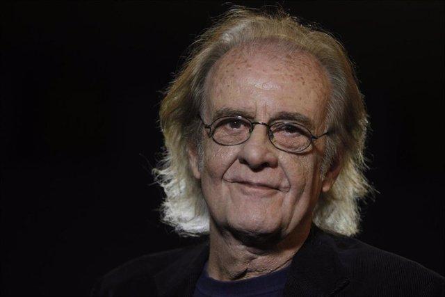 Luis Eduardo Aute,  músico, cantautor, director de cine, actor, escultor, escritor, pintor y poeta español.