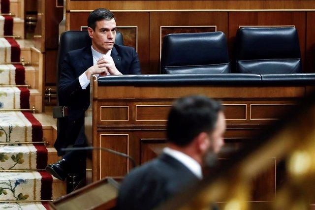 El presidente del Gobierno, Pedro Sánchez, tras la intervención de Santiago Abascal en el pleno del Congreso que se celebra hoy miércoles en Madrid. Además de la convalidación de los decretos económicos para paliar las consecuencias sociales de la pandemi