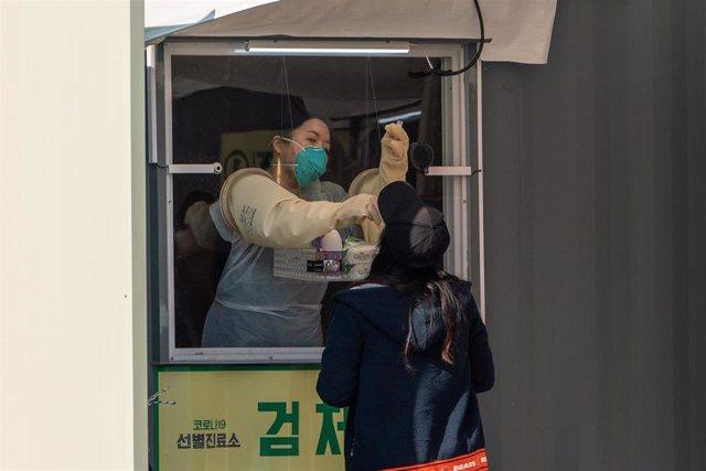 Imagen de una sanitaria en Corea del Sur.
