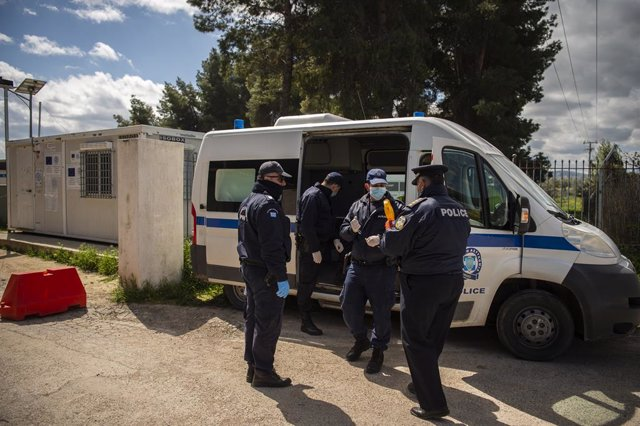 Coronavirus.- Grecia pone en cuarentena un segundo campo de refugiados tras un c