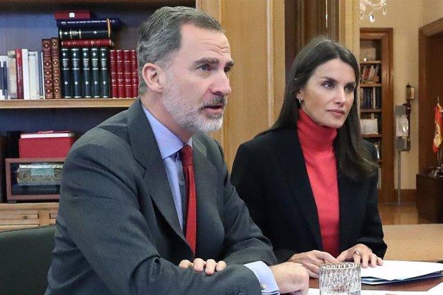 Los Reyes, Don Felipe y Doña Leitizia, en la reunión telemática con representantes de Cámara de Comercio
