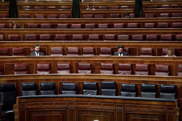 Un momento del Pleno celebrado el pasado 25 de marzo en el Congreso, que ha contado con una asistencia reducida de parlamentarios a causa de las medidas para contener el coronavirus