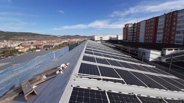 Paneles solares fotovoltaicos en el edificio de Seguridad Ciudadana del Ayuntamiento de Pamplona