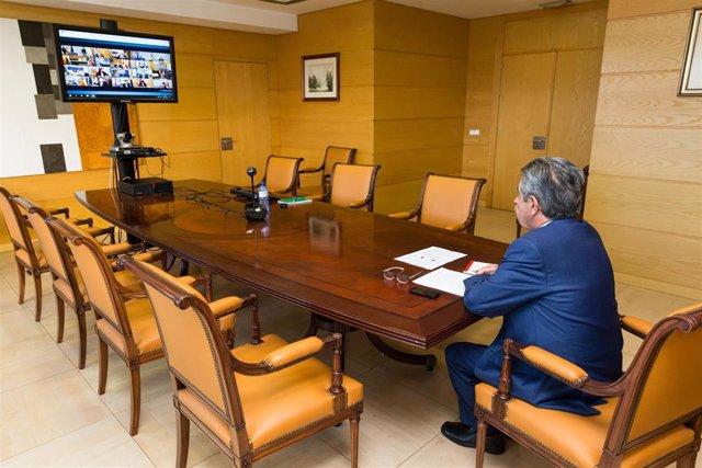 El presidente de Cantabria, Miguel Ángel Revilla, en la videoconferencia con Pedro Sánchez y el resto de presidentes autonómicos