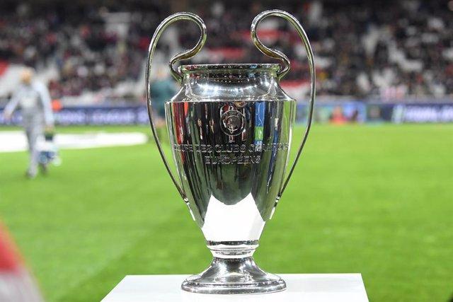 Fútbol.- La UEFA niega plazos para la finalización de la 'Champions' y avisa que