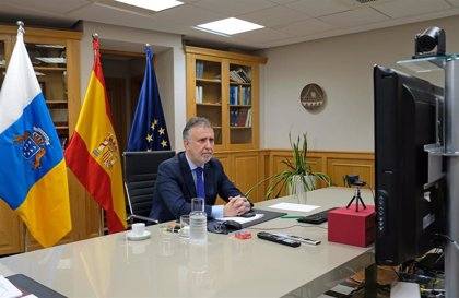 """Canarias recibe este domingo un nuevo cargamento de material sanitario y exige la llegada """"urgente"""" de test rápidos"""