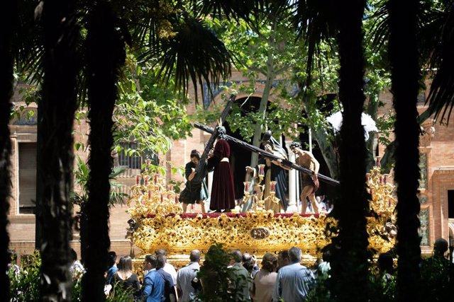 Domingo de Ramos, Sevilla. La hermandad de la Paz realiza su Estación de Penitencia.
