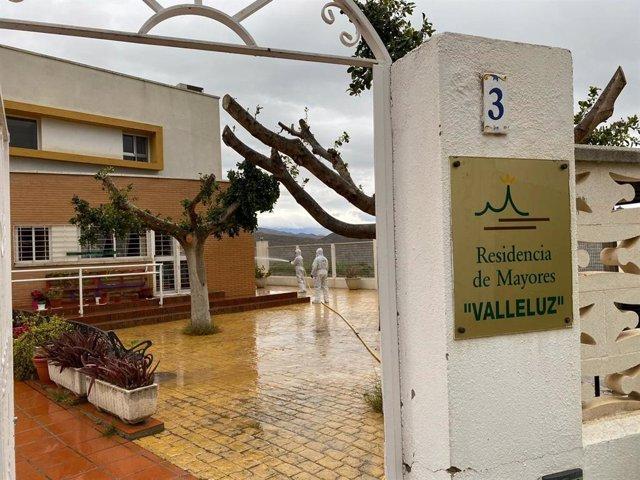 Labores de desinfección en la residencia de mayores Valleluz de Íllar (Almería) por parte de la UME