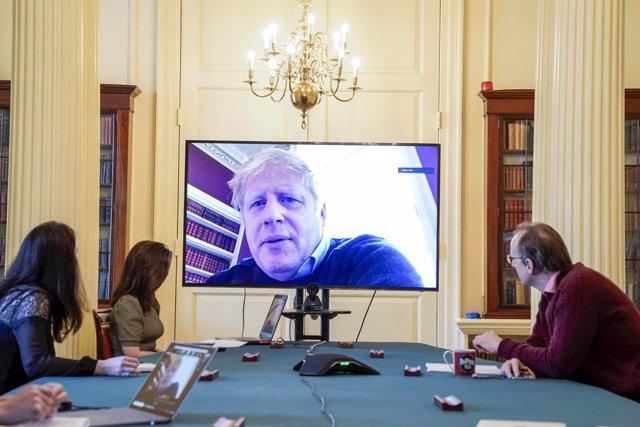 Coronavirus.- Hospitalizado el primer ministro Boris Johnson diez días después d