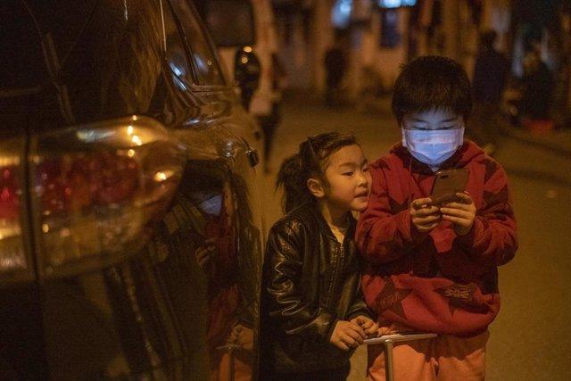 Coronavirus.- China confirma un caso de coronavirus de transmisión local y 38 im