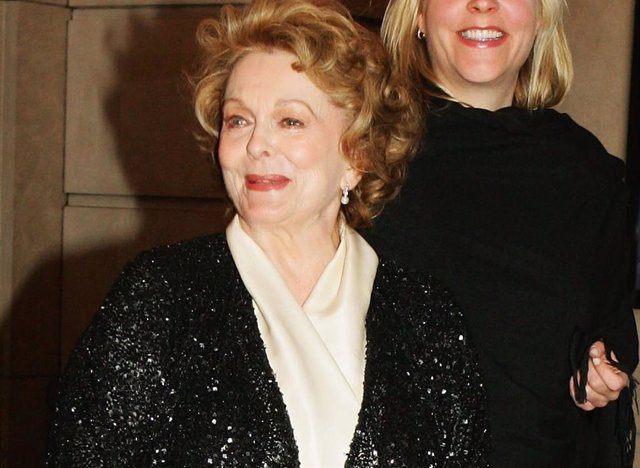 "Shirley Douglas en la premiere de la obra ""The Lord Of The Rings"""