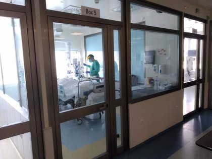 Un médico internista del Infanta Elena se convierte en la primera alta de la UCI de este hospital de Huelva