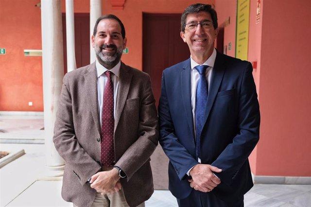 El vicepresidente de la Junta y responsable de Justicia en Andalucía, Juan Marín (dcha.) y el director general de Justicia Juvenil y Cooperación, Francisco Ontiveros
