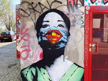 El arte callejero refleja el impacto del nuevo coronavirus en ciudades de todo el mundo