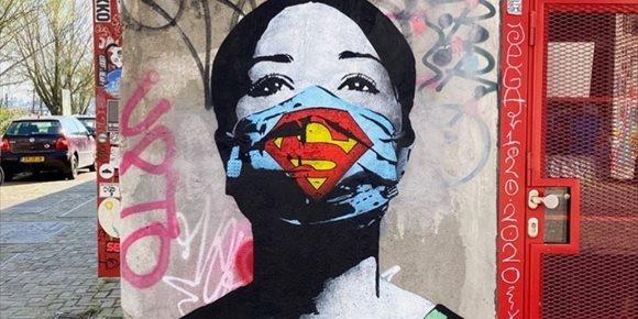 1. El arte callejero refleja el impacto del nuevo coronavirus en ciudades de todo el mundo