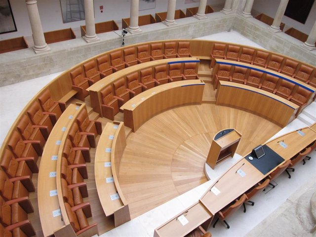 Parlamento de La Rioja escaños vacíos