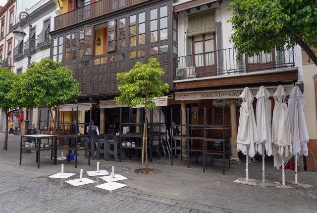 Bares cerrados en la plaza del Salvador de Sevilla