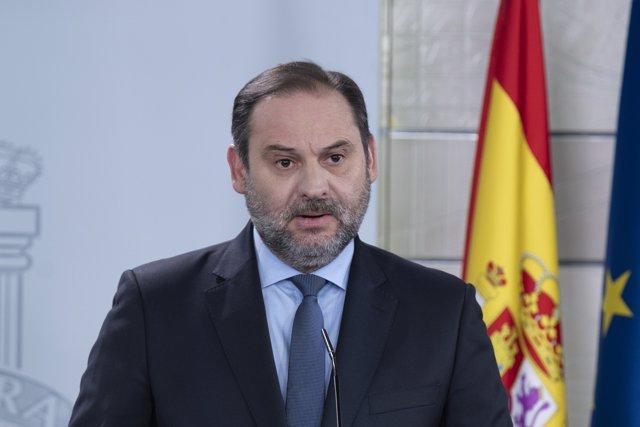 El ministro de Transportes, José Luis Ábalos, en rueda de prensa en el Palacio de la Moncloa
