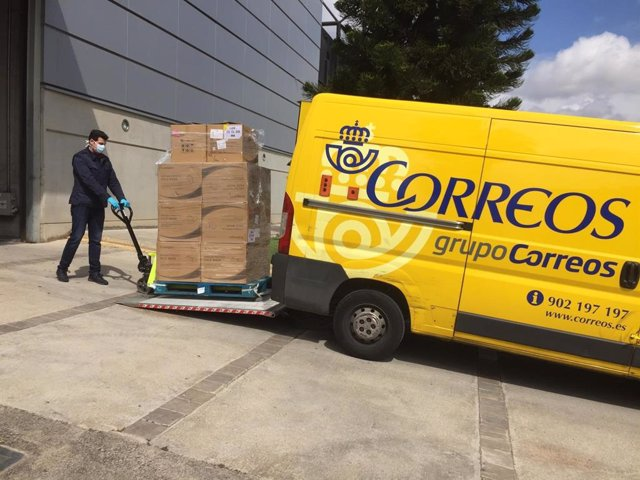 Correos distribuye mascarillas para transportistas