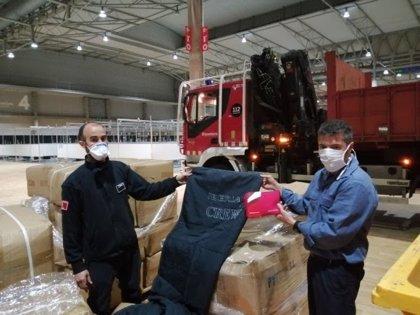 Iberia dona 500 mantas y 540 kits de aseo para el hospital temporal Fira Salut para enfermos de Covid-19
