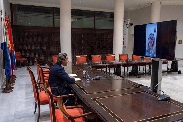 Reunión de la presidenta de la Asamblea de Extemadura, Blanca Martín, con el presidente de la Calre
