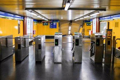 """CCOO acusa a Metro de """"exponer aún más"""" a sus trabajadores tras el cierre parcial de vestíbulos y accesos"""